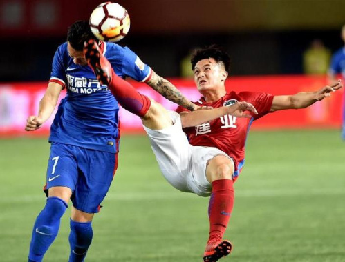 足球——中超:河南建业0:2不敌重庆斯威