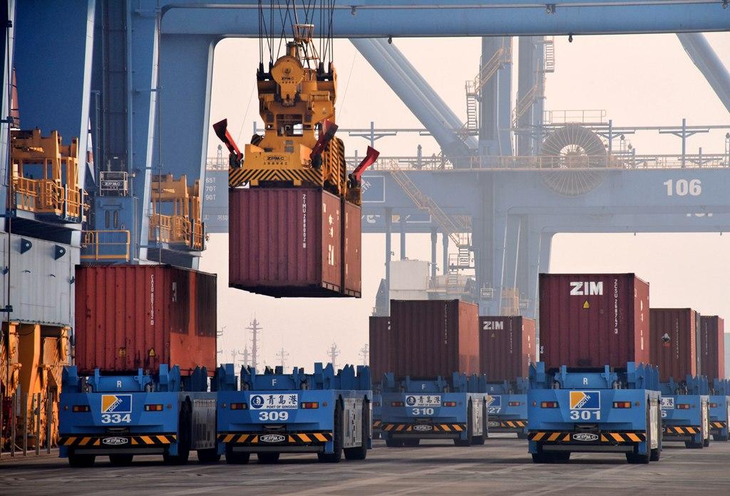 青岛港自动化码头运营一周年