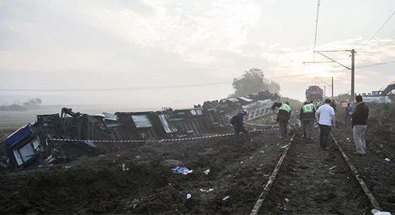 土耳其火车出轨事故死亡人数上升至24人