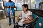 武汉小区2条狗叼走半岁宝宝乱咬 众人营救多人受伤