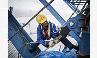 为两年后南京再增一过江通道 长江五桥工地千名工人挥汗如雨