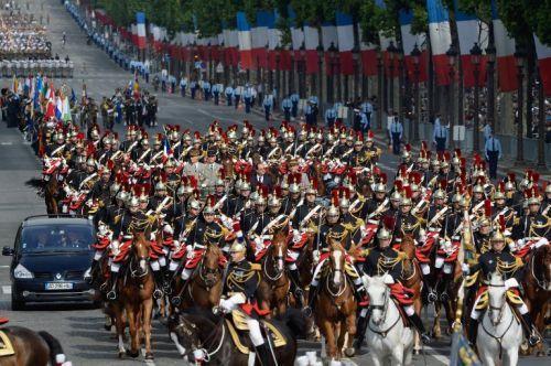 法国逢一战结束百年 国庆日阅兵规模盛大