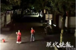 南京一美女主播半夜直播搭讪路人 却遭男子疯狂追赶