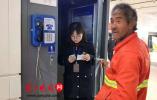 """环卫老汉被ATM机吞卡,他太绝望了,大喊""""我的钱没了!"""""""