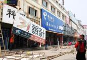 郑州城管回应强拆商铺门头:依规而行,不会一刀切