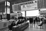 """全国首例!这个省十地火车站大屏幕滚动曝光""""老赖"""""""